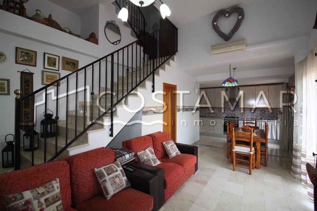 Ref. 29 El Campello. Bungalow 150 m2. Urbanización completa.