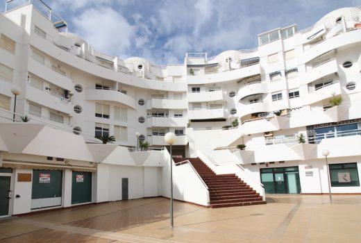 Ref. 109 El Campello. Centro-playa. Local de 180 m2 completamente reformado y equipado. Coworking.