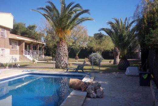Ref. 204 Chalet con piscina y parcela en Campello
