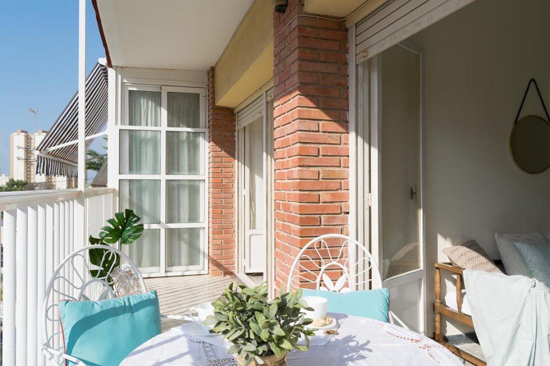 Ref. 41 Campello. A 300 metros de la playa de Muchavista. Encantador apartamento de 2 dormitorios con garaje.