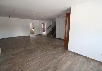 Ref. 24 Campello centro. Casa a estrenar de 430 m2 construidos. A pasos de la playa y comercios.