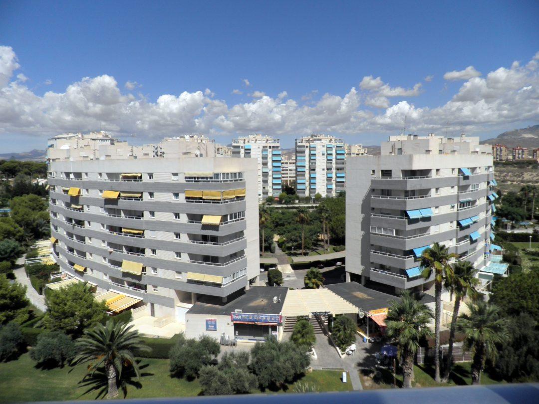 Ref. 25 Campello. 2ª línea de playa. Piso 3 dormitorios. Urbanización.