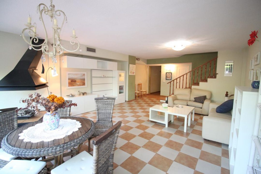 Ref. 65 San Juan de Alicante. Bungalow 280 m2. Urbanización.