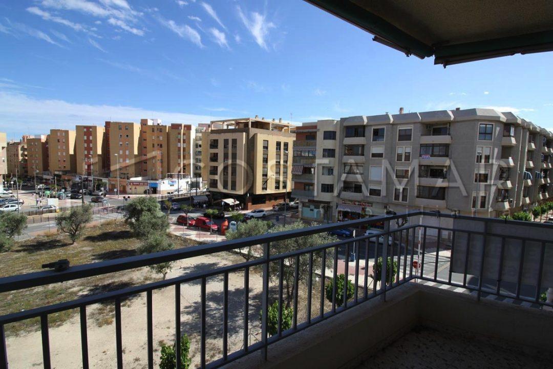 Ref. 18 Vivienda de 4 dormitorios en casco urbano de Campello