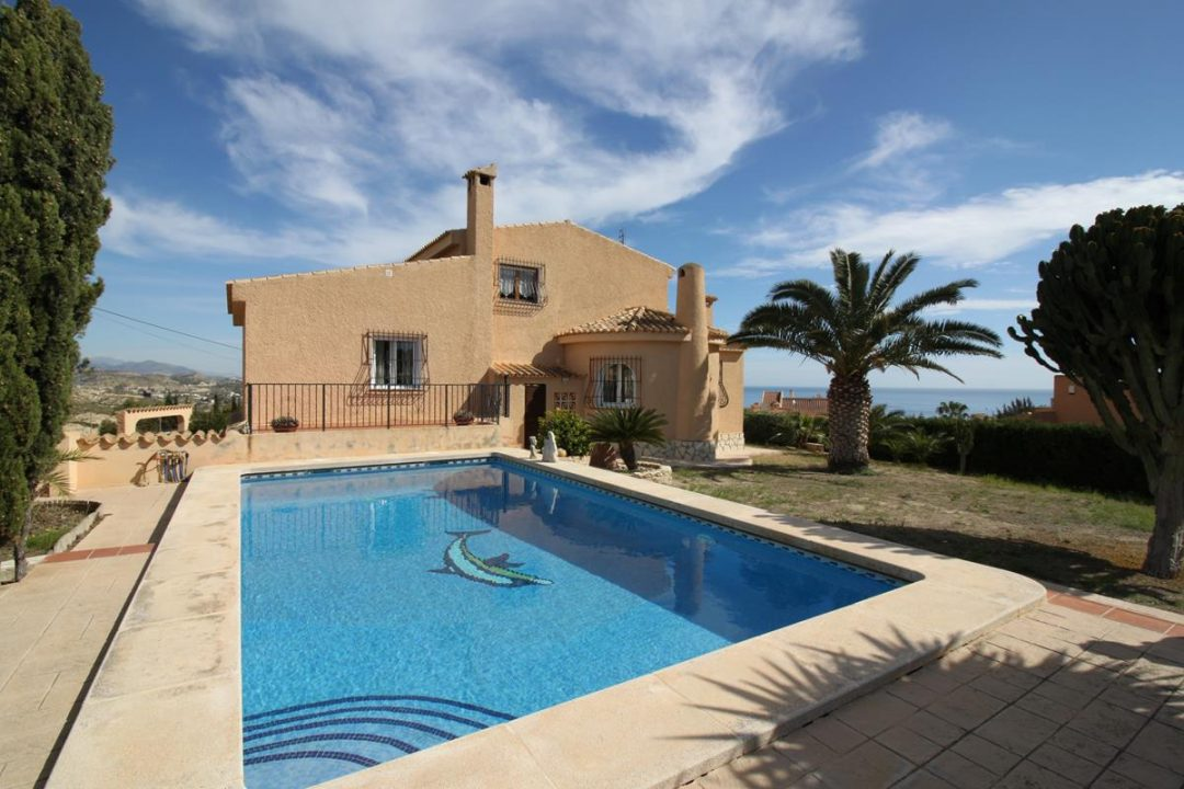 Ref. 73 El Campello. Cala Merced. Chalet independiente. Vistas al mar.