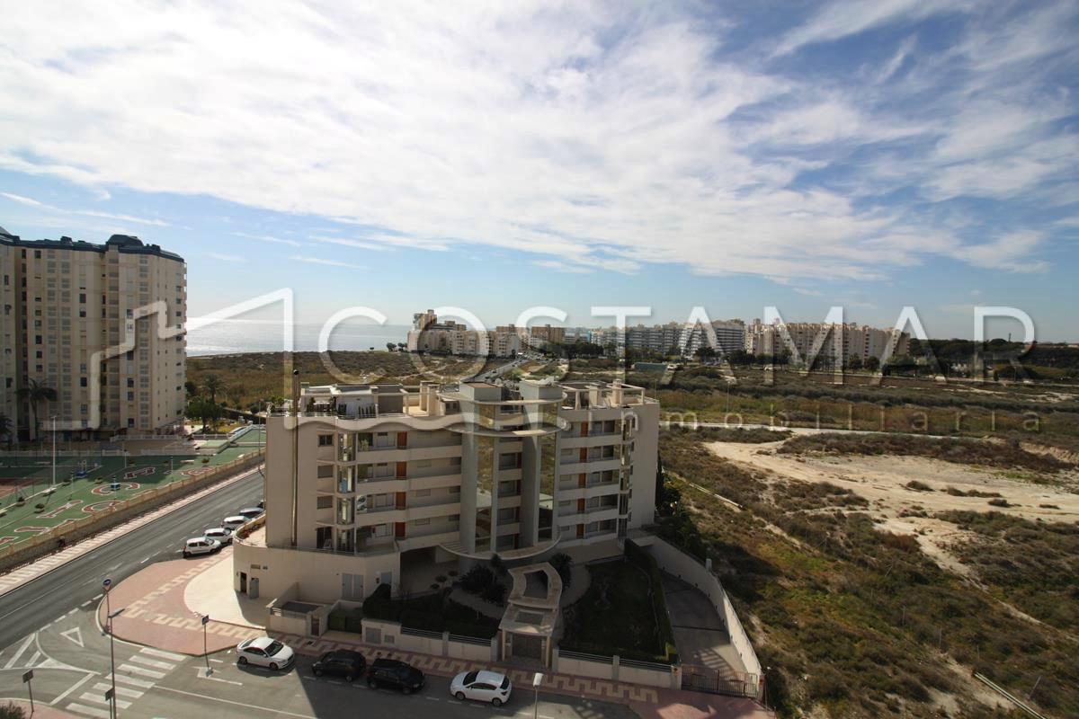 Ref. 20072 El Campello. 2ª línea paseo marítimo. Vivienda 3 dormitorios. Urbanización.