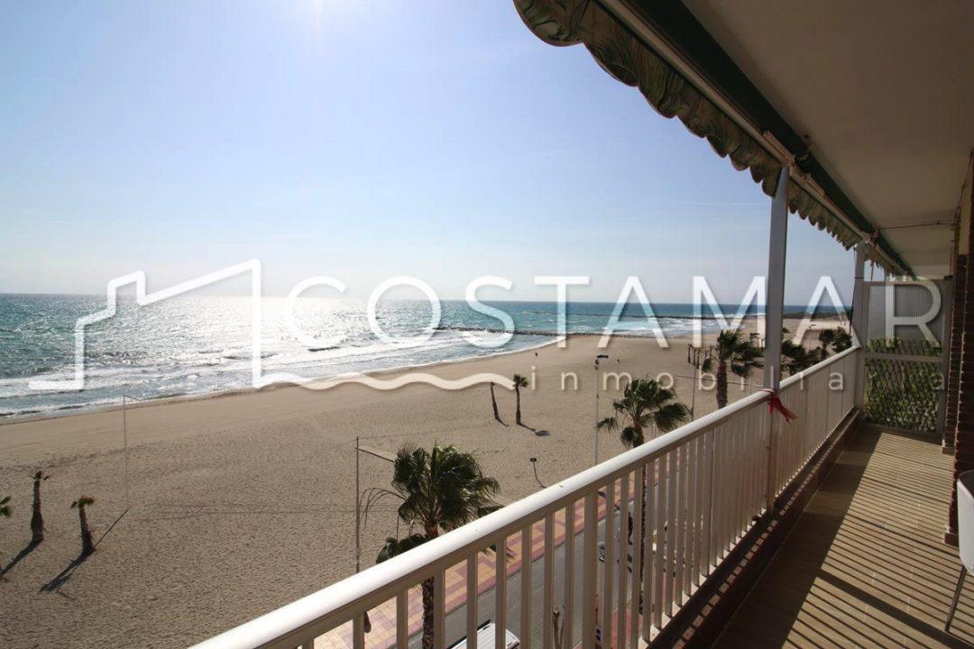 Ref. 20076 El Campello. 1ª línea playa. Vivienda 3 dormitorios. Alquiler anual.