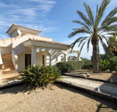 Ref. 7 El Campello. Cala Merced. Chalet independiente con parcela y piscina. Vistas al mar.