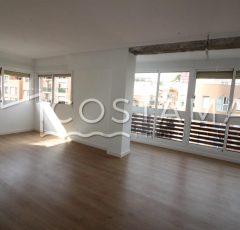 Ref. 20065 Alicante centro. A 200 metros de Alfonso el Sabio. Vivienda 4 dormitorios. Alquiler anual.