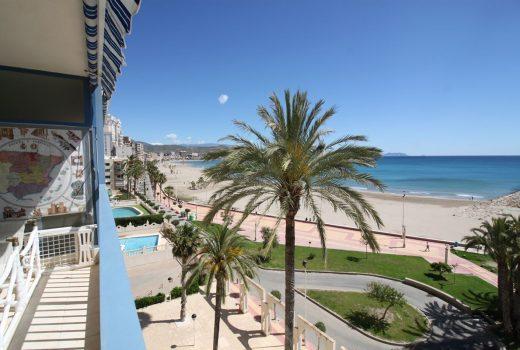 Ref. 20053 El Campello, 1ª línea paseo marítimo. Vivienda 3 dormitorios. Garaje. Urbanización. Alquiler anual.