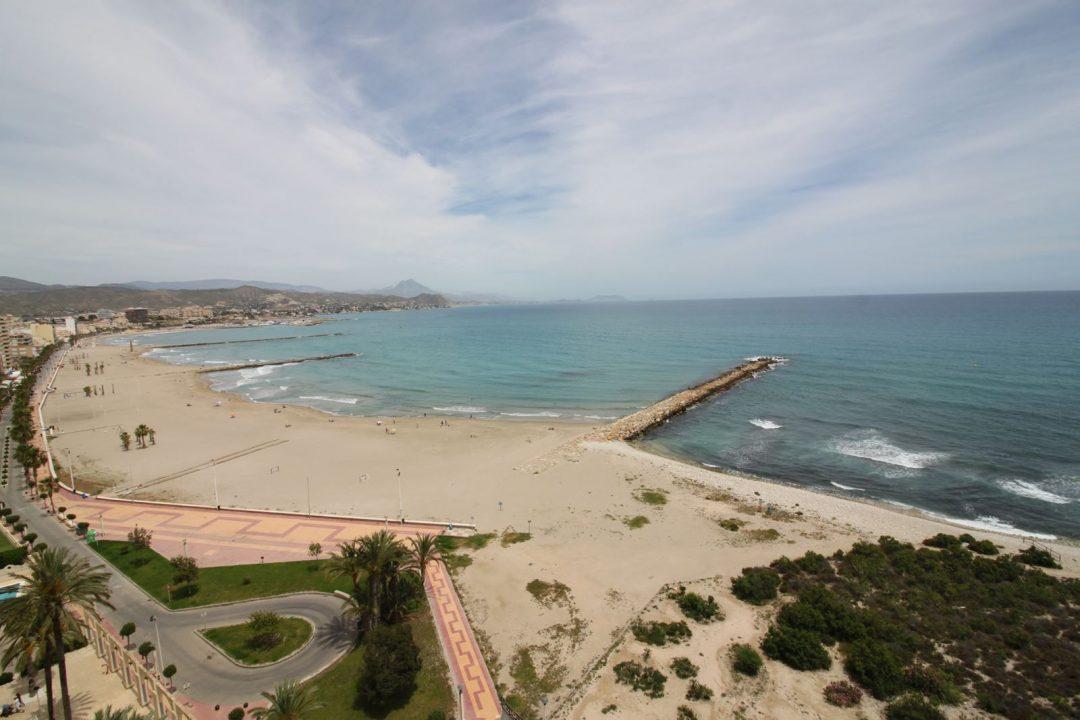 Ref. 40 El Campello, 1ª línea paseo marítimo. Vista panorámica al mar. Vivienda 3 dormitorios. Garaje cabina. Urbanización.