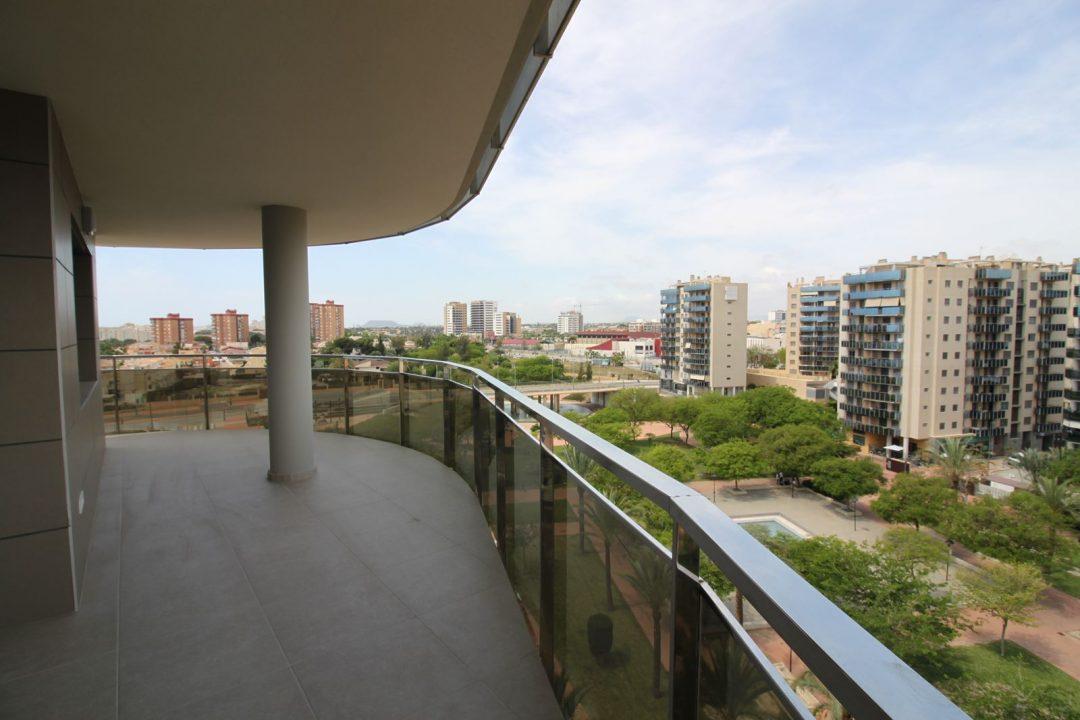 Ref. 20050 El Campello. Parque Central y Estación Tram. Urbanización alto standing. Alquiler anual.